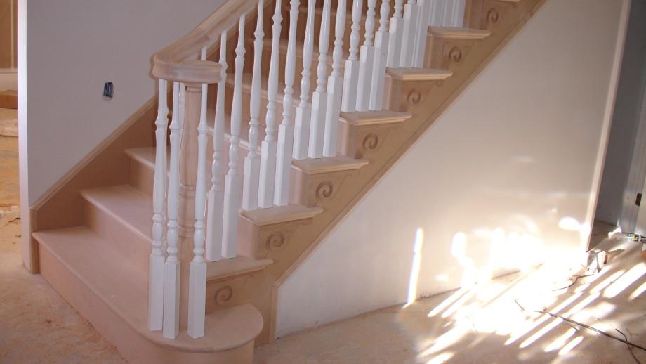 Corona Wood Stair With Decorative Brackets